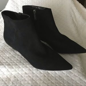 Black suede ankle boots with kiten  heels